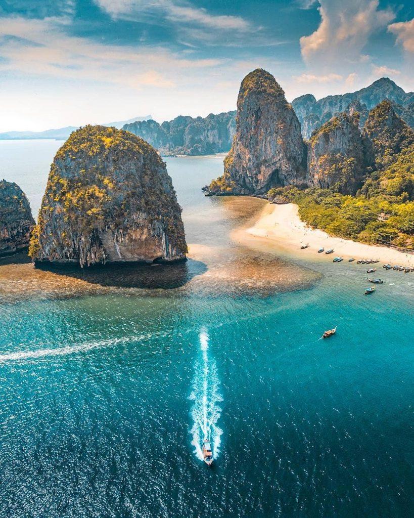 Pantai di Thailand : Speedboat at Railai Beach