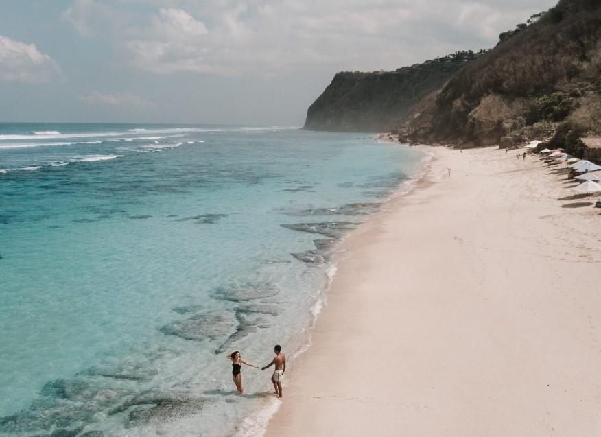 Melasti Beach Foto Lokasi Review Rute Fasilitas Befree Tour